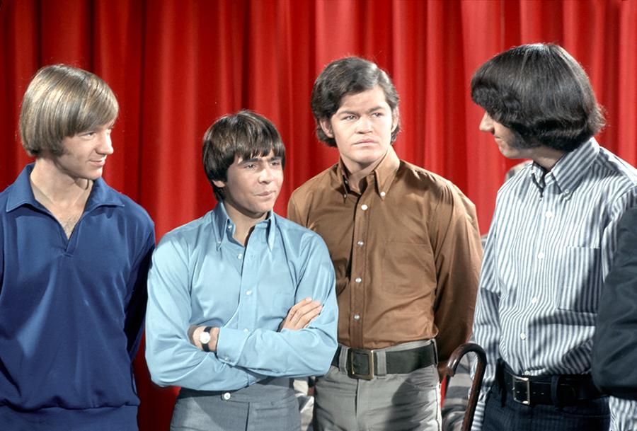 穿著合身服飾、理成馬桶蓋髮型的The Monkees對聯邦調查局來說,依然存有危險性。