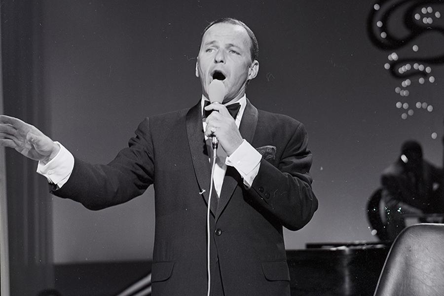 常被公認為二十世紀最優秀美國流行男歌手之一的Frank Sinatra,在調查局總部的名聲更像是「敲詐勒索」的男子。