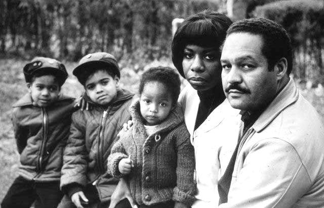 妮娜‧西蒙與家人的合影。